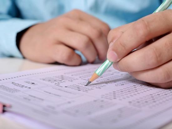 В Челябинской области двух учеников выгнали с ЕГЭ за списывание