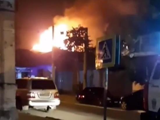 В Ростове сгорел трехэтажный частный дом