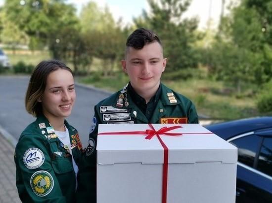 Волонтеры вручили Дому ветеранов сладкий сюрприз