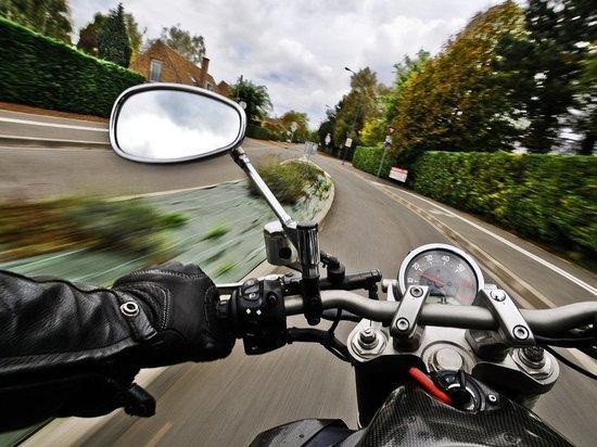 Мотоциклист попал в больницу после столкновения с грузовиком в Забайкалье