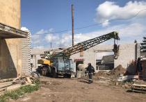 В Зуевке рухнул торговый центр: трое погибли