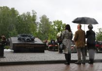 В Петербурге открыли памятник погибшим в Баренцовом море подводникам