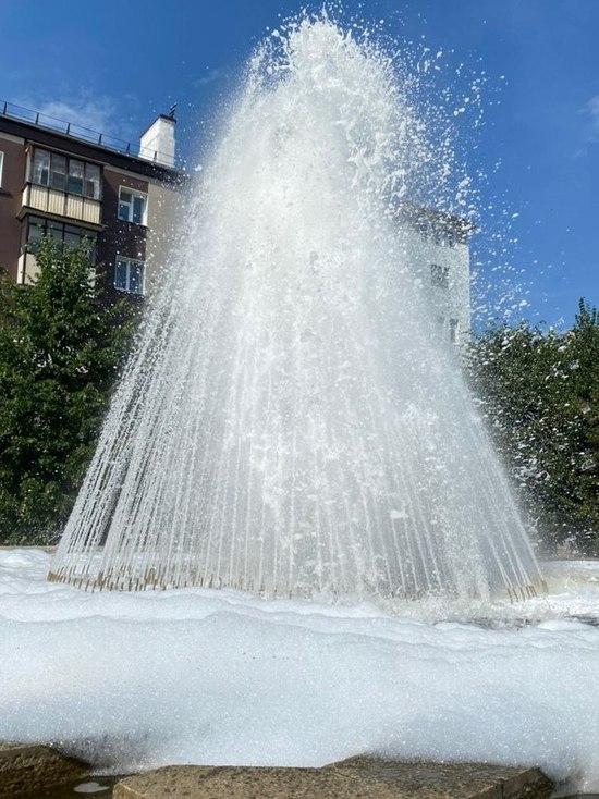 В центре Казани неизвестные залили фонтан шампунем