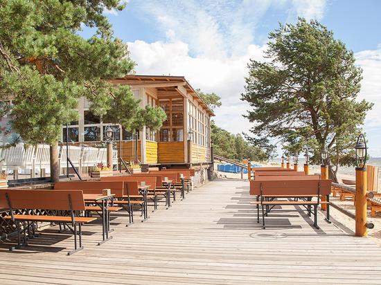 Крупные рестораны открыли летние террасы, несмотря на убытки