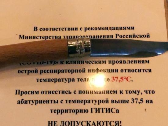 Пистолет, ножи и использованный тампон