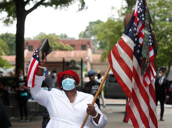 В Атланте протестующие против расизма убили чернокожую девочку