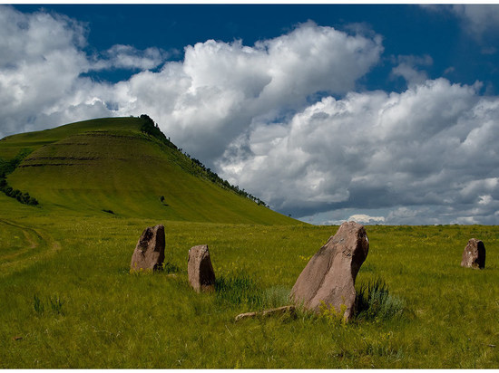 В Хакасии вандалы разрыли погребение Тагарской эпохи