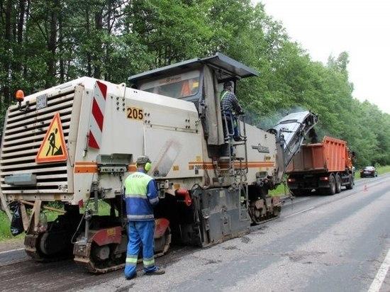 20 самосвалов задействовано в ремонте гдовской трассы