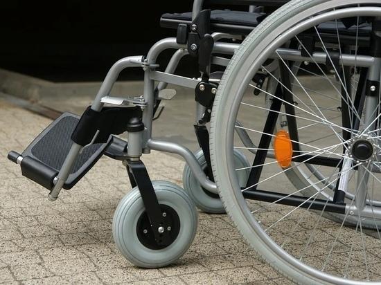 Почти год псковичка не может добиться установки пандуса для ребёнка-инвалида