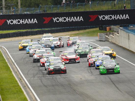 В эти выходные на Смоленском кольце открылся новый сезон Российской серии кольцевых гонок