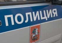 В Москве пьяная мать угрожает убить себя и детей
