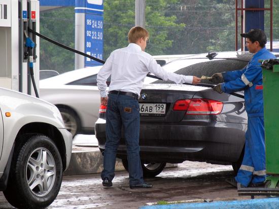 Власть не позволяет ценам на бензин снижаться