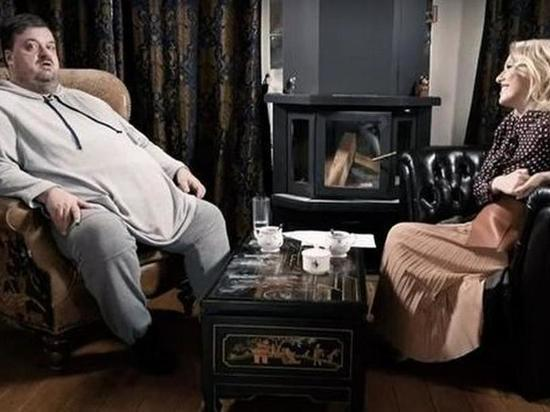 Российский спортивный журналист и телекомментатор Василий Уткин в эфире YouTube-шоу «Осторожно, Собчак!» рассказал о холостяцкой жизни, своей зарплате и недвижимости