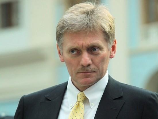 Пресс-секретарь президента Дмитрий Песков заявил, что в Кремле с осторожностью относятся к результатам соцопроса, по которому почти половина граждан РФ живет всего на 15 тысяч рублей в месяц