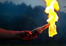 Отчим на пикнике вылил на школьницу горящую жидкость для розжига