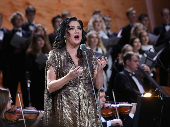 Оперная дива Анна Нетребко оголилась в Турции