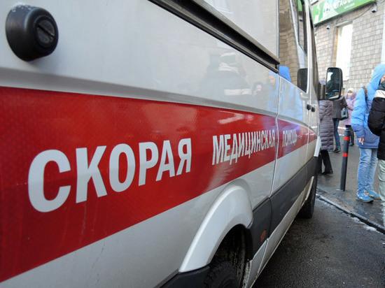 В Москве автомобиль вылетел с тротуара и врезался в ресторан