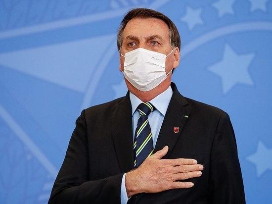 У отрицавшего пандемию президента Бразилии Болсонару выявили коронавирус