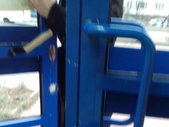 Пенсионерка засудила аптеку за застрявший в двери палец