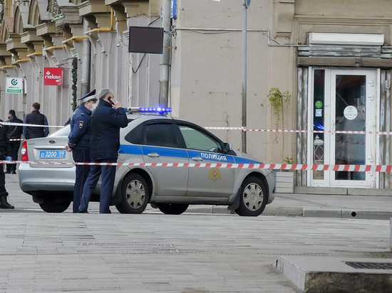 """У здания ФСБ задержали журналистов """"Ведомостей"""" и RT"""