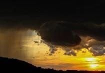 Синоптики объяснили, с чем связан московский ураган: небывалая толщина облаков