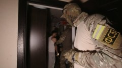 Бойцы ФСБ вскрыли ячейку террористов в Крыму: съемка операции