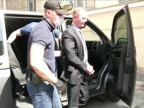 """Адвокат о слежке за Сафроновым: """"вели"""" долгое время"""