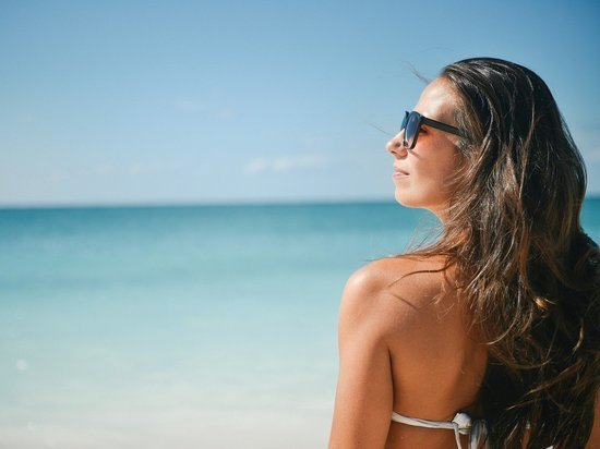 Больше воды и крема: врачи ЯНАО рассказали о правилах приема солнечных ванн