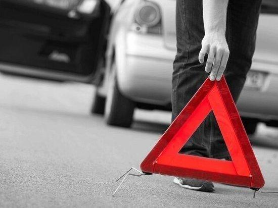 На Дону автомобилист на иномарке пострадал при  столкновении с грузовиком