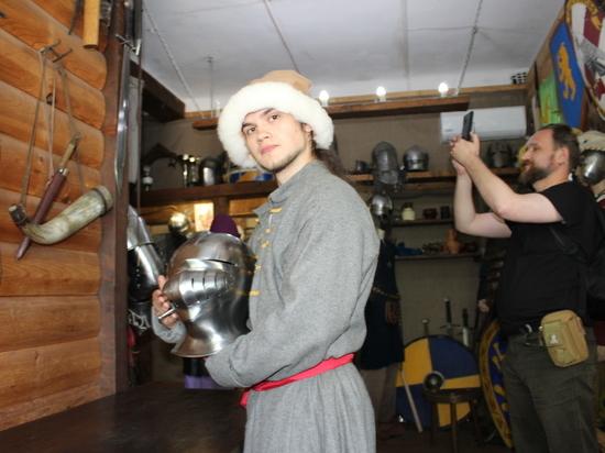 Средневековым шлемом пополнилась коллекция хабаровских рыцарей