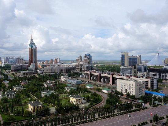 Борт МЧС прибыл в Казахстан с гуманитарной помощью по коронавирусу