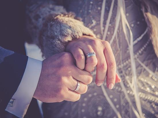 Тысяча за каждый совместно прожитый год: глава Ямала учредил новую выплату для семейных пар