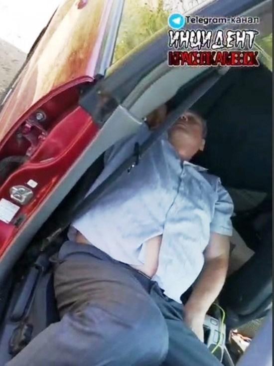 Уснувшего в машине главу Краснокаменска ждет служебная проверка