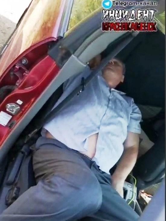 Полиция проверит жалобу о спящем в машине главе Краснокаменска
