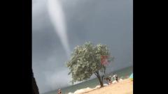 Туристы засняли смерчи на берегу Чёрного моря