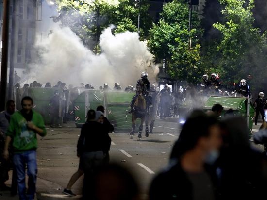 Решение о введении комендантского часа в Сербии спровоцировало массовые беспорядки