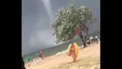 Отдыхающих на Черном море напугали жуткие смерчи: видео