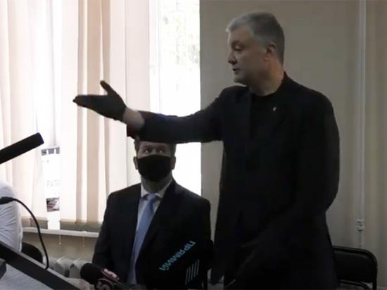 Как-то уж очень стремительно президент Зеленский превращается в своего предшественника Петра Порошенко