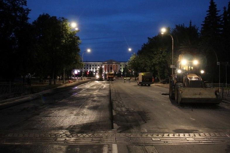 Ночью псковские дорожники выходят ремонтировать Рижский проспект , фото-1