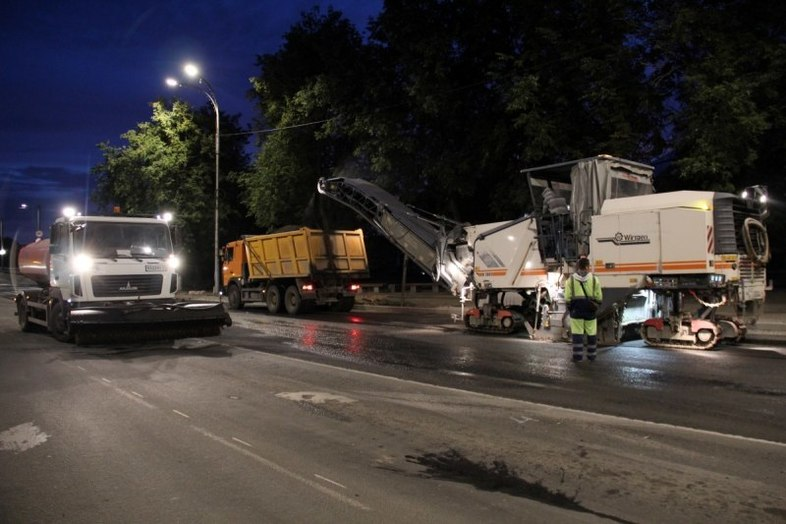 Ночью псковские дорожники выходят ремонтировать Рижский проспект , фото-2