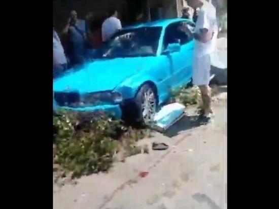 В Сочи BMW сбил беременную на тротуаре