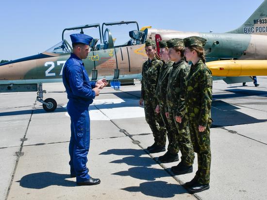 Начальник Краснодарского авиаучилища рассказал о подготовке летчиц