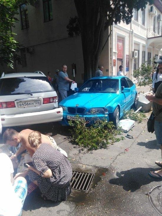 В Сочи водитель «BMW» сбил беременную женщину