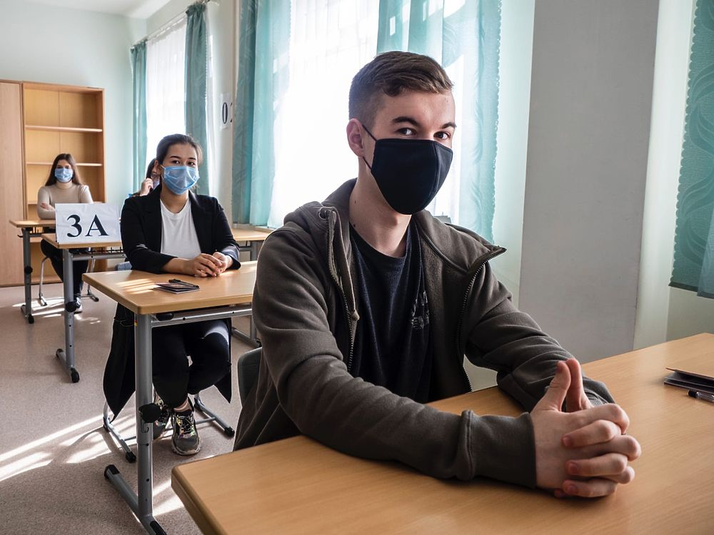 Маски, дистанция, термометрия: как выпускники Ямала сдают ЕГЭ