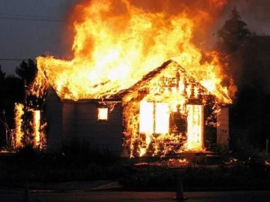 На Дону во время пожара в частном доме погибла пожилая женщина