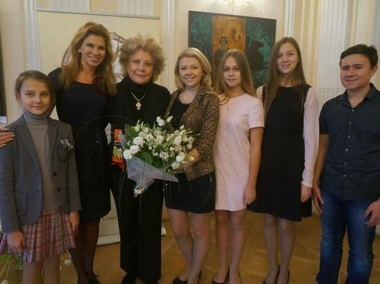Южноуральская вокалистка выступила на мероприятии в честь дня рождения Елены Образцовой