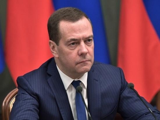 Медведев призвал украинцев смириться с российским Крымом