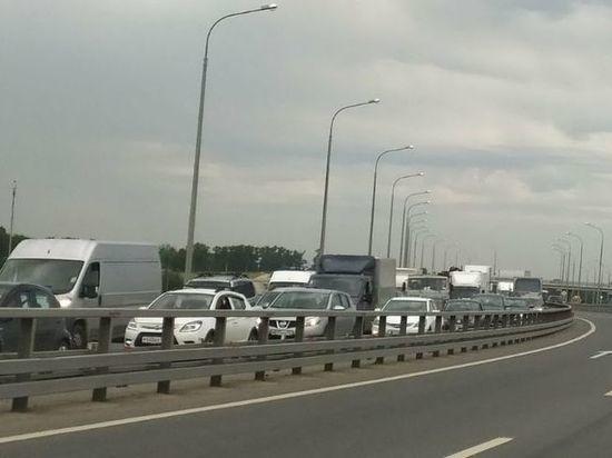 Большая пробка образовалась около борского моста в Нижнем Новгороде