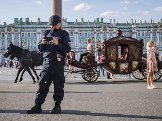 Мишустин повысил зарплату полицейским Петербурга