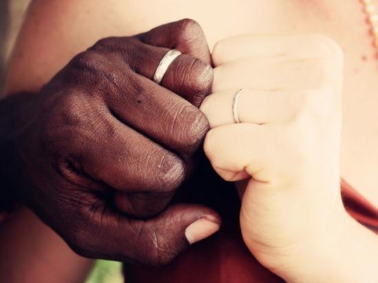 Опрос об отношении россиян к неравным бракам дал странные результаты